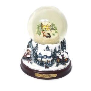 Thomas Kinkade A Victorian Village SnowGlobe.